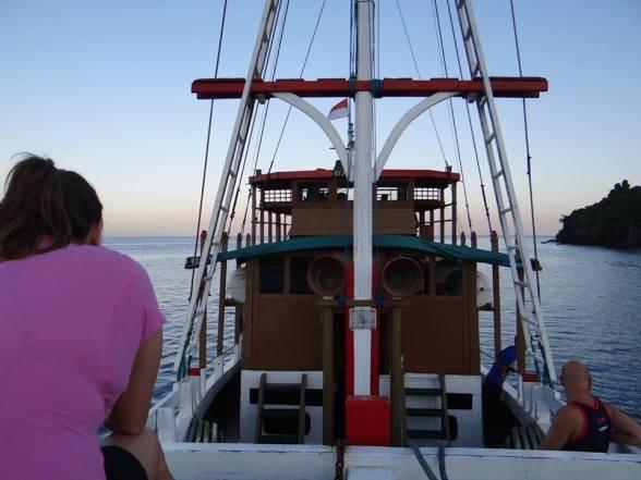 Nosso barco casa. Foto da amiga Leila, obrigada!