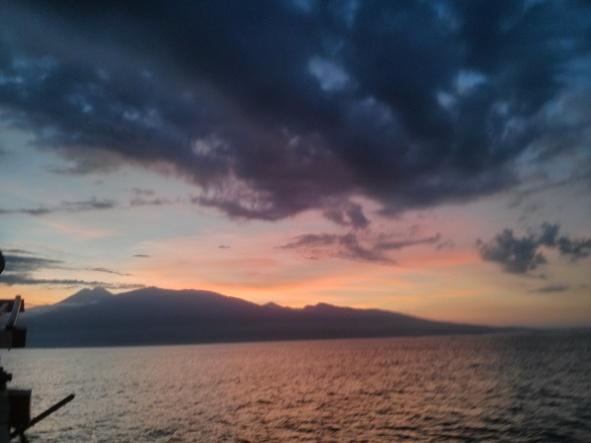 Lombok no horizonte e um pôr do sol rosa - finalmente, uma foto minha!